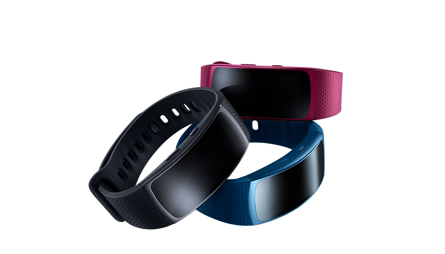 Gear Fit2 in the colors pink, black and blue